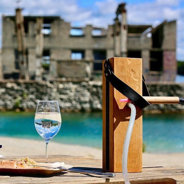 Must deluxe vesipiip veini ja sushiga