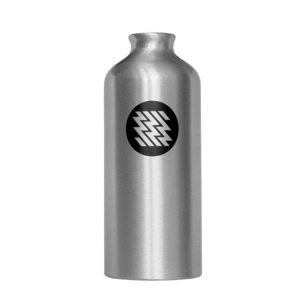 alumiiniumist vesipiibu pudel ning toiduainetööstuses sobilikust materjalist vesipiibu aksessuaar